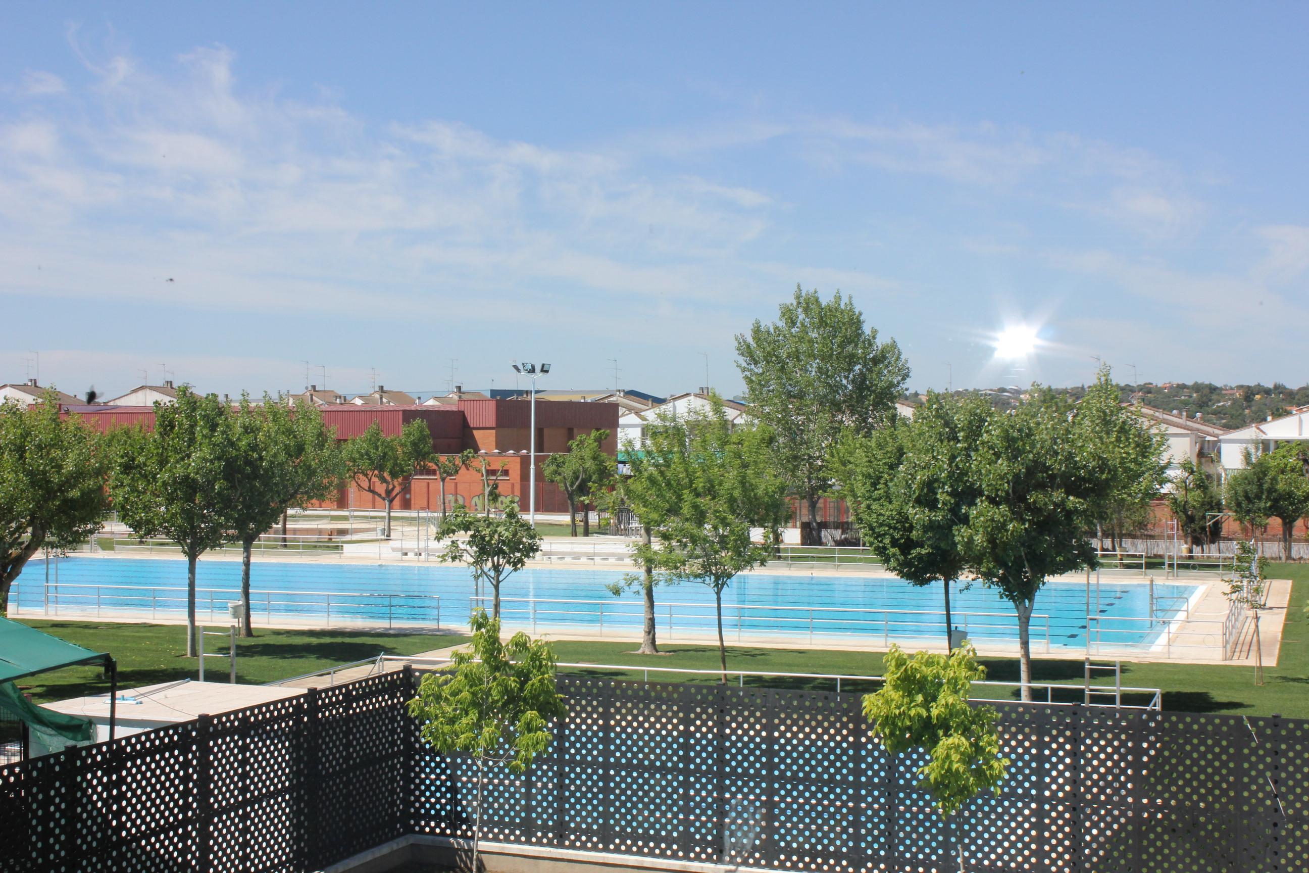 La piscina municipal lista para abrir el pr ximo d a 15 for Piscina municipal caceres
